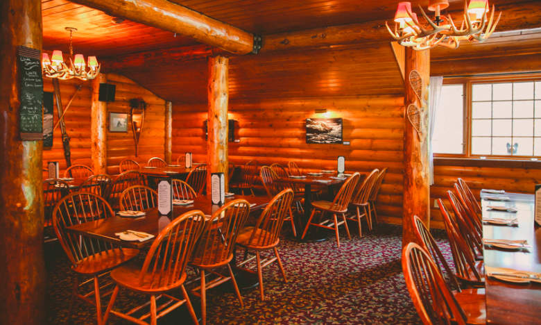 The rustic cottage feel of Baker Creek Bistro at the Baker Creek Mountain Resort