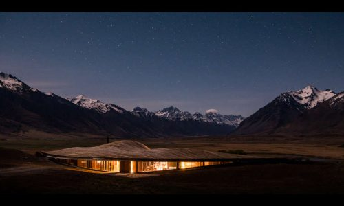 This new luxury lodge in New Zealand rises from the landscape—The Lindis