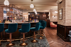 The tres chic Rivie Bar at Hoxton Paris hotel (photo courtesy of The Hoxton Paris)